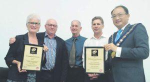 IAF Oceania Regional Director presents Gold Facilititation Impact Award to Sheryl Smail and Gisborne District Council
